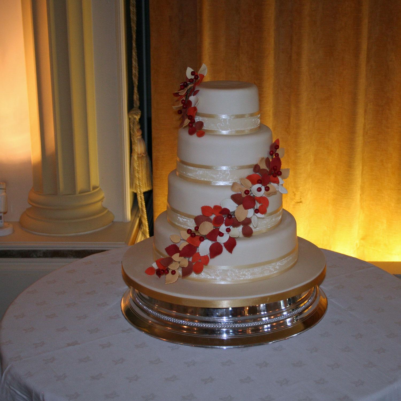 Fall Wedding Cakes Ideas: Autumn Leaves Autumn Themed Wedding Cake