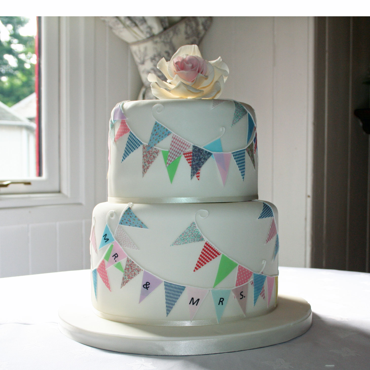 Bunting Decoration For Cake : Edible Bunting Edible Bunting for Wedding and Celebration ...