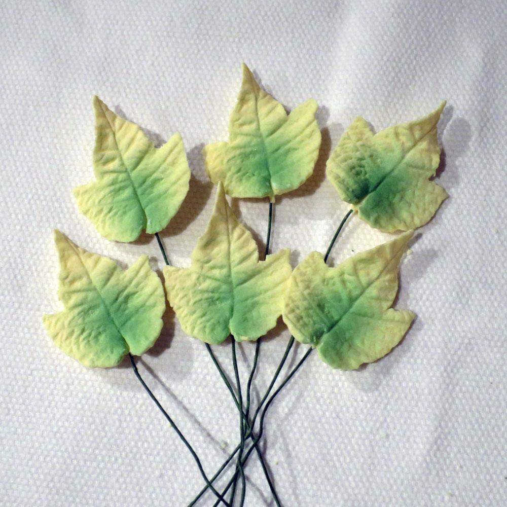 Cake Decorating Ivy Leaves : 6 Medium Variegated Ivy Leaves Handmade sugar ivy leaves ...