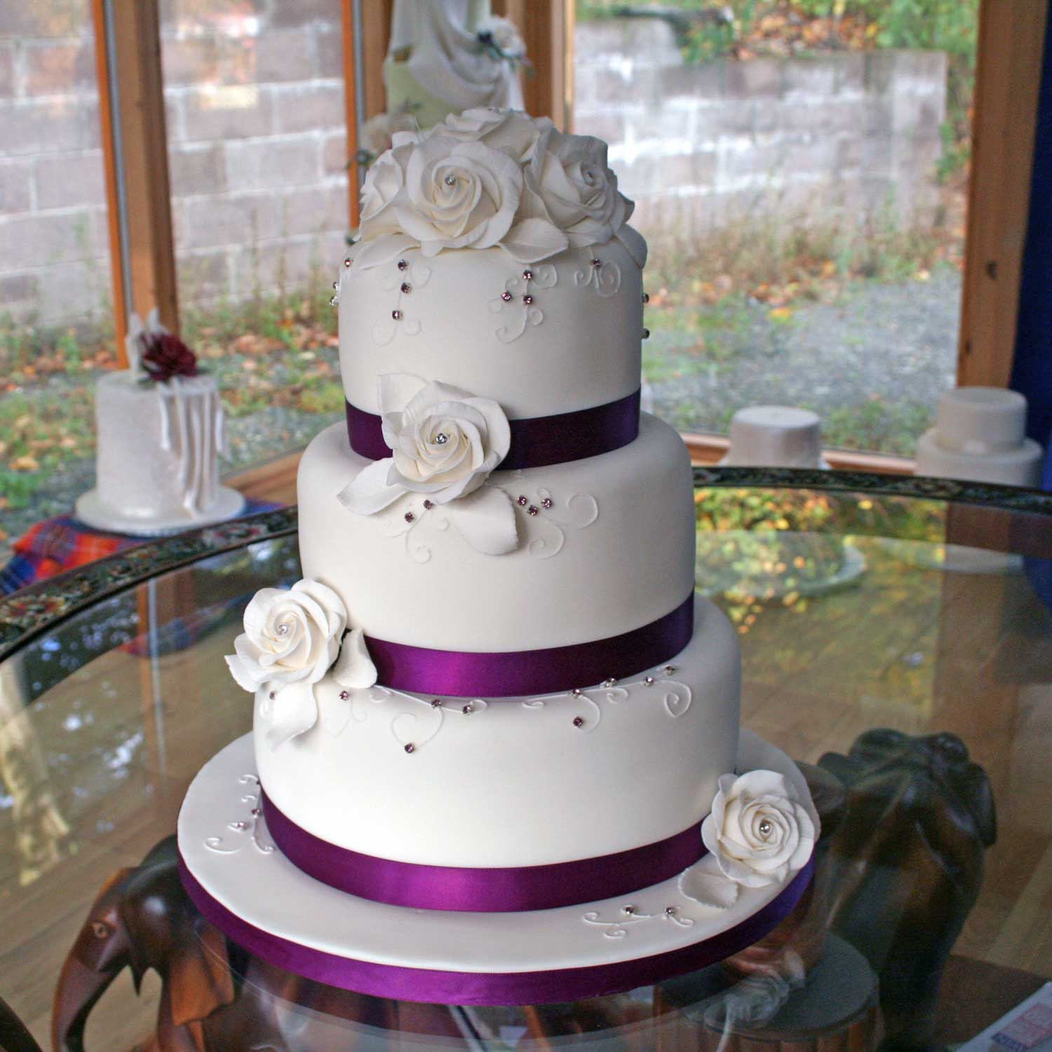 Wedding Cake Decor Uk : Classic Wedding Cakes Vintage and Retro Wedding Cake ...