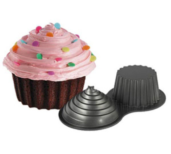 Large Cup Cake Tin and Finished Cake