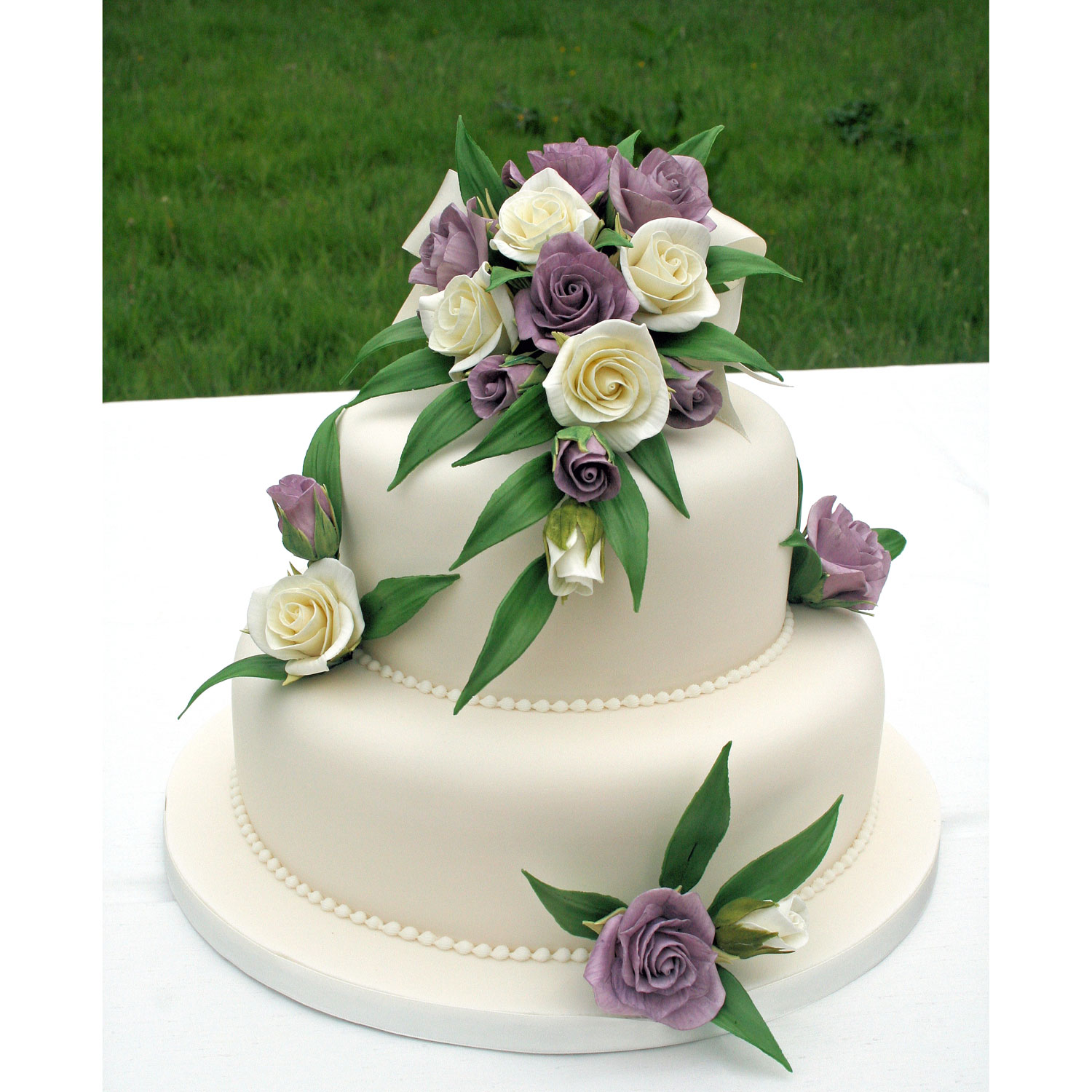 Floral wedding cakes floral wedding cakes and cakes with sugar roses 2 tier wedding cake with sugarcaft flowers izmirmasajfo