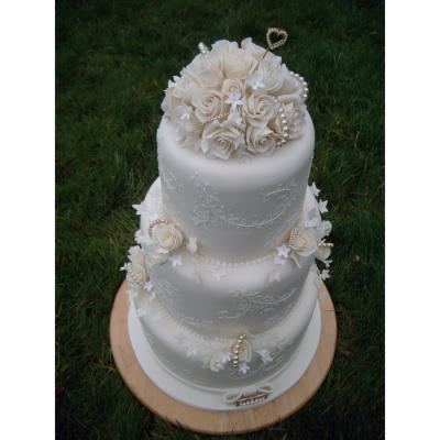 Glasgow Pearl Wedding Cake Design