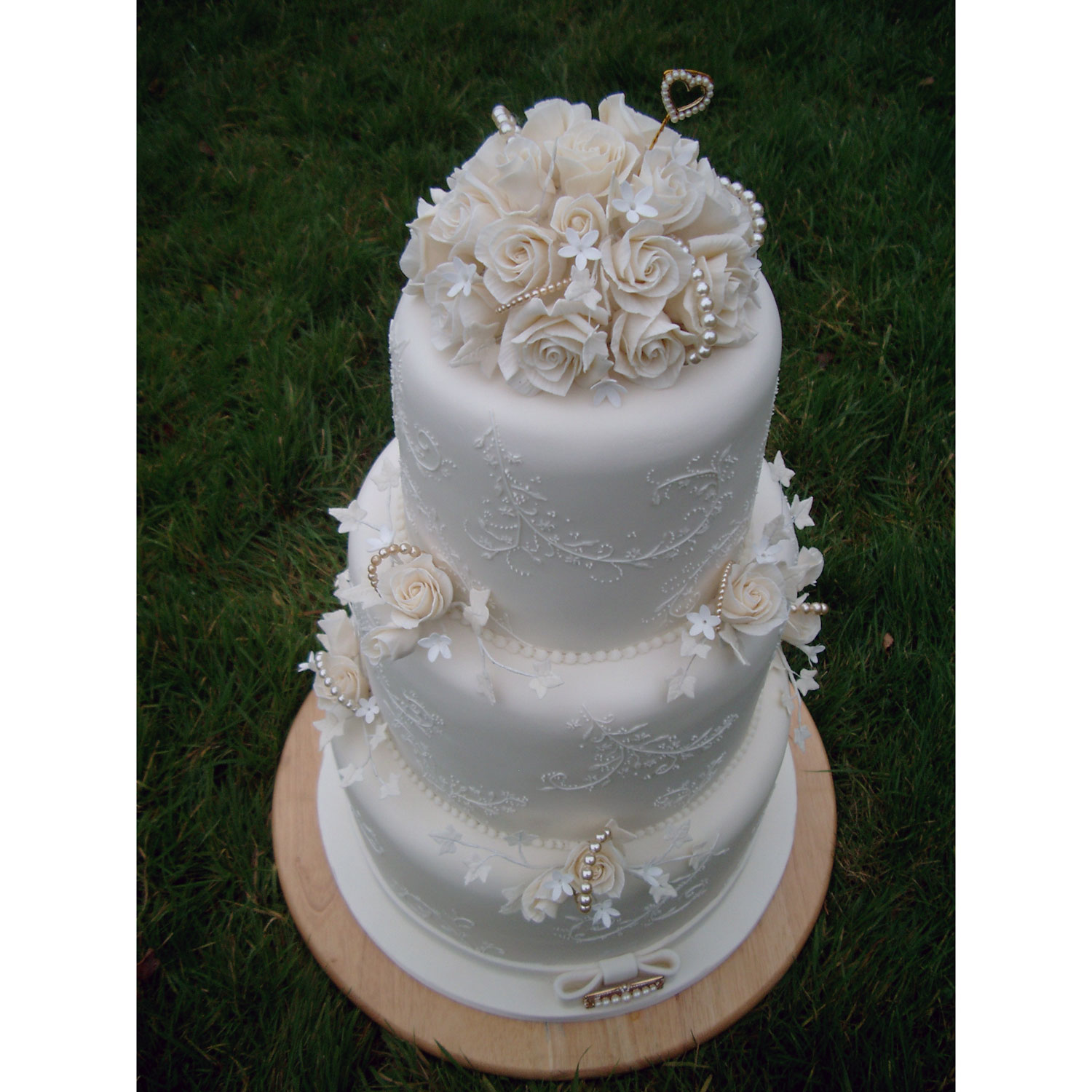 Wedding Gifts Glasgow: Glasgow Pearl Icing Lace Wedding Cake With Sugar Roses