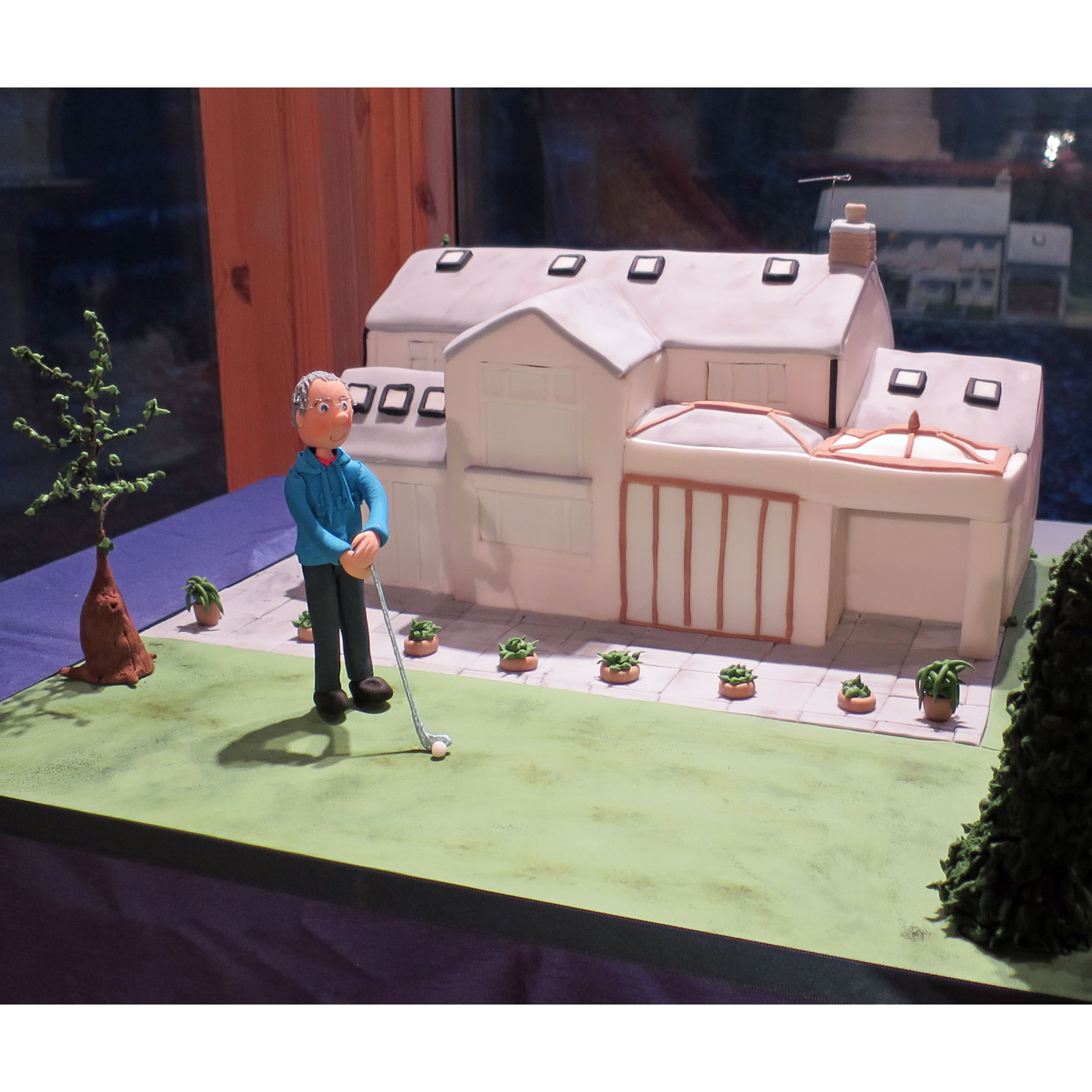 Sugarcraft Figure plays Pitch & Putt