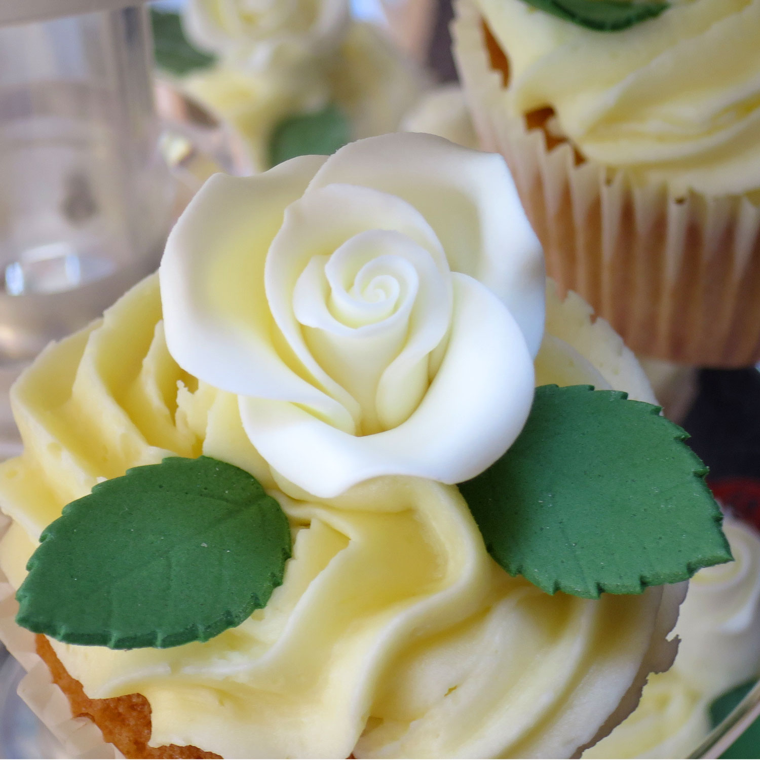 Vanilla Flavoured Ivory Sugar Roses